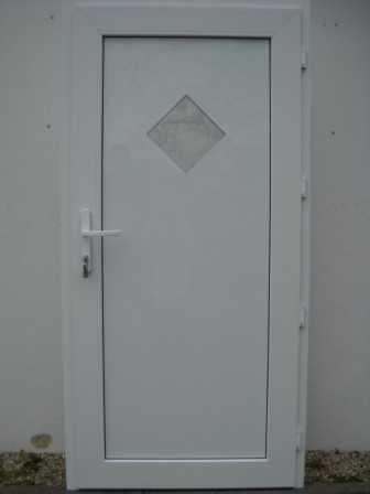 Plastové vchodové dveře bílé